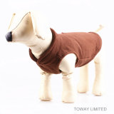 Revestimento do cão da qualidade de veludo com o revestimento do inverno do animal de estimação da curvatura da trela