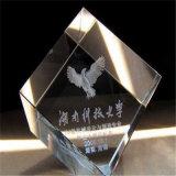 L'acrilico all'ingrosso mette in mostra la base del trofeo con le piastre incise