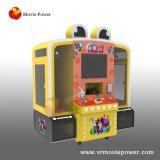 La strumentazione del parco di divertimenti scherza la macchina dell'interno del gioco della branca della gru