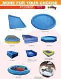 kleurrijke opblaasbare pool in openlucht