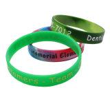 Mode Imprimé multicolore personnalisé bracelets en silicone avec des lettres