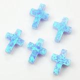 교차하는 파란 합성 단백석 원석