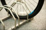 常置住宅のバイクの床ラック