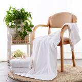 Мягкий банными полотенцами с полосой, доступны различные цвета