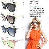 Designer de moda Designer com óculos de sol com nome