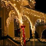 Leiden van Kerstmis van de Decoratie van de Kerstboom van het festival op Venster