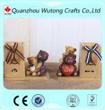 Sostenedor de encargo barato de la pluma de la resina con la estatuilla del oso para la decoración del vector