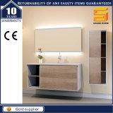 Governo di legno bianco personalizzato di vanità della stanza da bagno della melammina con i piedini
