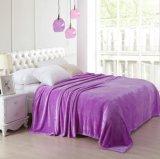 熱い販売の高品質の極度の柔らかさ100%年のポリエステル明白なカラーフランネル毛布