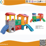 Bambini esterni e playhouse di plastica dell'interno con la trasparenza
