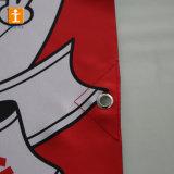 ホックが付いているポスターを広告するポーランド人のポケット