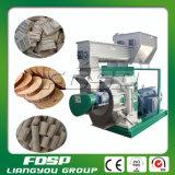 Pelotillas ardientes de madera que hacen la máquina