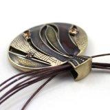 De ronde Halsband van de Ketting van de Kabel van Tegenhangers met Bergkristal in anti-Goud