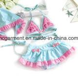 Gedruckter reizender Bikini des Mädchens, nette Kind-Schwimmen-Klage