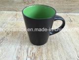 Tasse en céramique. Nouvelle tasse de café, tasse glacée couleur