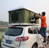 屋外のキャンプのためのトラックの屋根の上のテントグループのテント