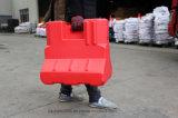 Jiachenハンドは、赤いプラスチック交通バリアを保持