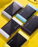 La Banca/rifornimento mobili di potere del caricatore portatile variopinto dell'universale 6000mAh con lle porte dell'un USB per caricarsi