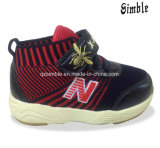 最新の子供のスポーツのPU Flyknitの甲革が付いている柔らかいLinningの靴
