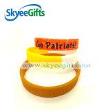 Kundenspezifischer Mehrfarbensegment-u. Strudel-SilikonWristband für förderndes Geschenk