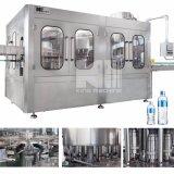 Agua mineral de la botella rotatoria automática llena del animal doméstico que aclara la máquina de relleno y que capsula que se lava