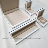 Коробка подарка пакета держателя коробки кольца ювелирных изделий белого высокого лоснистого лака деревянная
