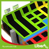 Het kleurrijke Park van de Trampoline van de Sport van Hoogspringen