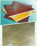 Los paneles acústicos de aluminio del panal del color de madera perforado