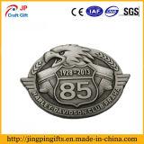 Forma de águila personalizado insignia metálica