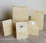 Ecológica pan envasado bolsas de papel y plástico en la ventana