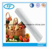 Sachets en plastique de conditionnement des aliments sur le roulis