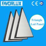 商業照明のための新式の三角形LEDの照明灯
