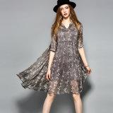 Одеяние для серой флористической картины a - линия плиссировала платье женщин