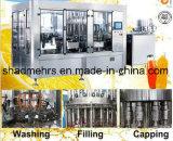 Machines recouvrantes remplissantes en hausse d'Aqua de bouteille