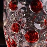 빨간 색칠을%s 가진 상한 유리제 촛대