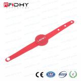 赤いカラー腕時計の形の防水RFID PVCリスト・ストラップ