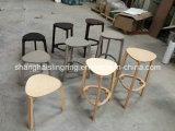 Общественной открытой стул для ожидания пластиковые панели из светлого дерева и серий заводских номеров автомобилей