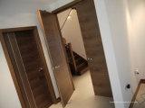 Portes intérieures ouvrées élevées en bois solide d'entrée avant