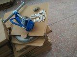 A cinta plástica de aço que tensiona/prende a ferramenta