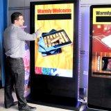 La publicidad de 55 pulgadas de pantalla táctil LCD de pantalla digital kiosco