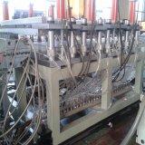 WPC Vorstand, der Maschine herstellt