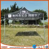 Das populäre Firmenzeichen, das draußen gedruckt wird, publizieren das Bekanntmachen des Zeltes