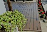 Piso em deck composto cobertas de sólidos