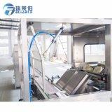Ligne remplissante automatique de l'eau de bouteille de baril avec la petite échelle Qgf-300