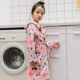 ベルトが付いている子供のパジャマのフランネルのフード付きの浴衣