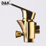Misturador longo dourado de bronze do Faucet de banheira do chuveiro do bico da alta qualidade quente sanitária da venda do fabricante dos mercadorias