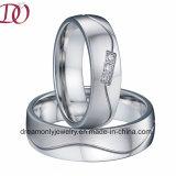 Уникально почищенные щеткой ювелирные изделия женщин обручального кольца людей кольца d