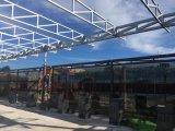 鉄骨構造のパビリオンの倉庫か研修会