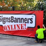 Signes faits sur commande polychromes de drapeau de vinyle de la publicité extérieure