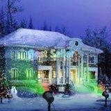 Воздействие лазерного лампы проектора, лазерного света на лужайке открытый рождественский сад рождественские огни
